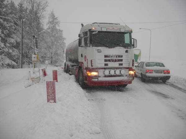Snowstorm over western Sweden. At road 173 outside Frändefors there was a bridge repair work. It was tough to start again at green light.